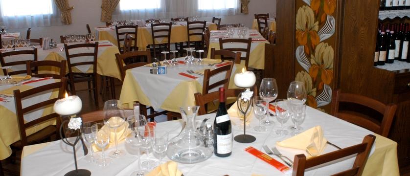 italy_livigno_hotel-alaska_dining-room2.jpg